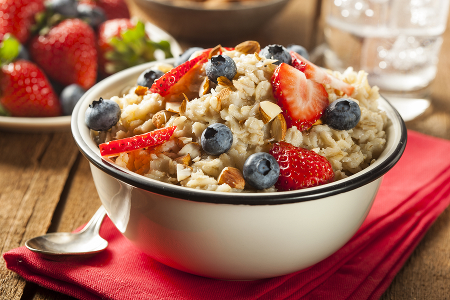 Steel-Cut Oatmeal with Berries & Almonds